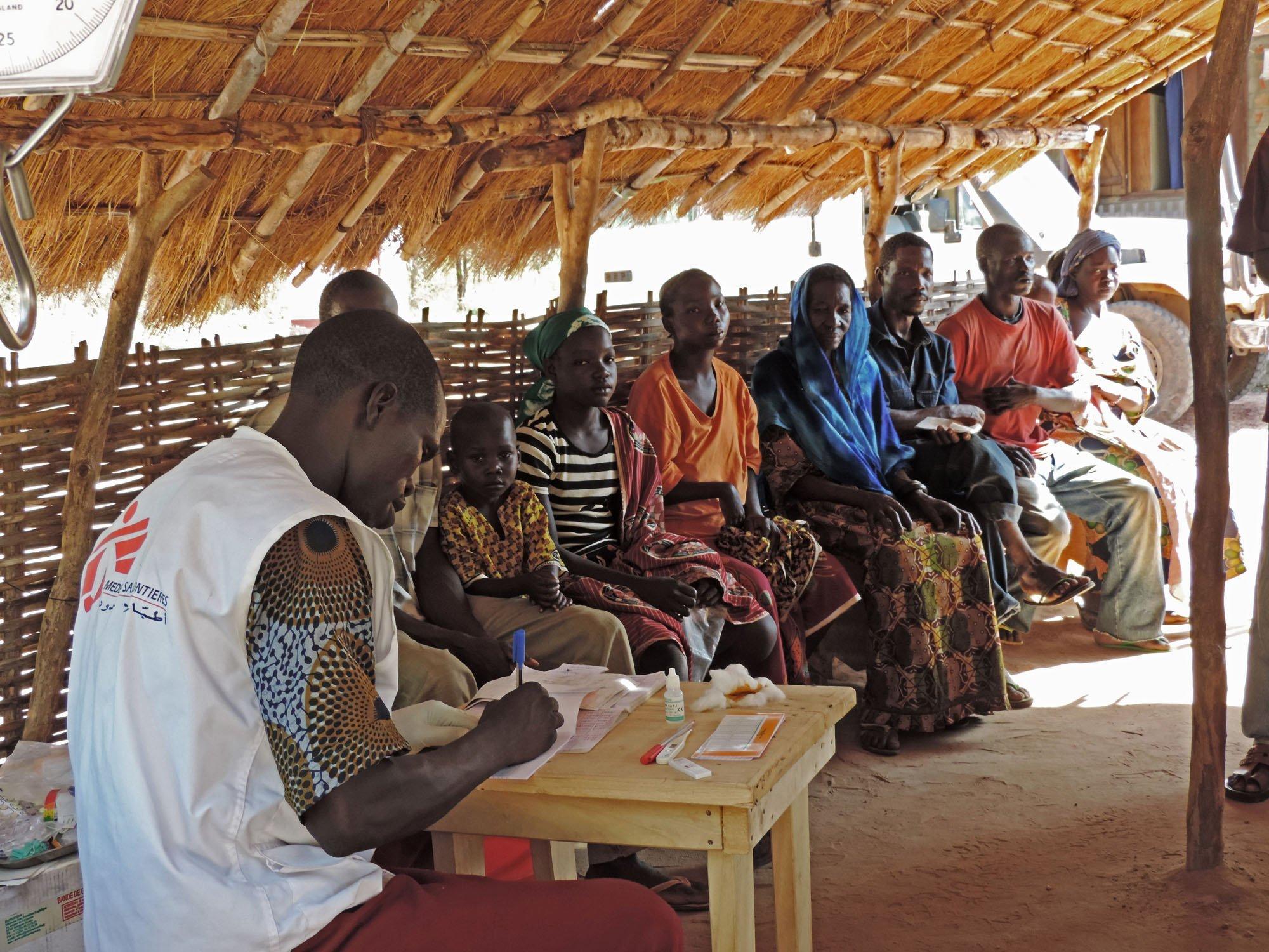 無國界醫生隊伍在卡博城鎮邊緣開設流動診所和支援醫療中心。©María SIMÓN
